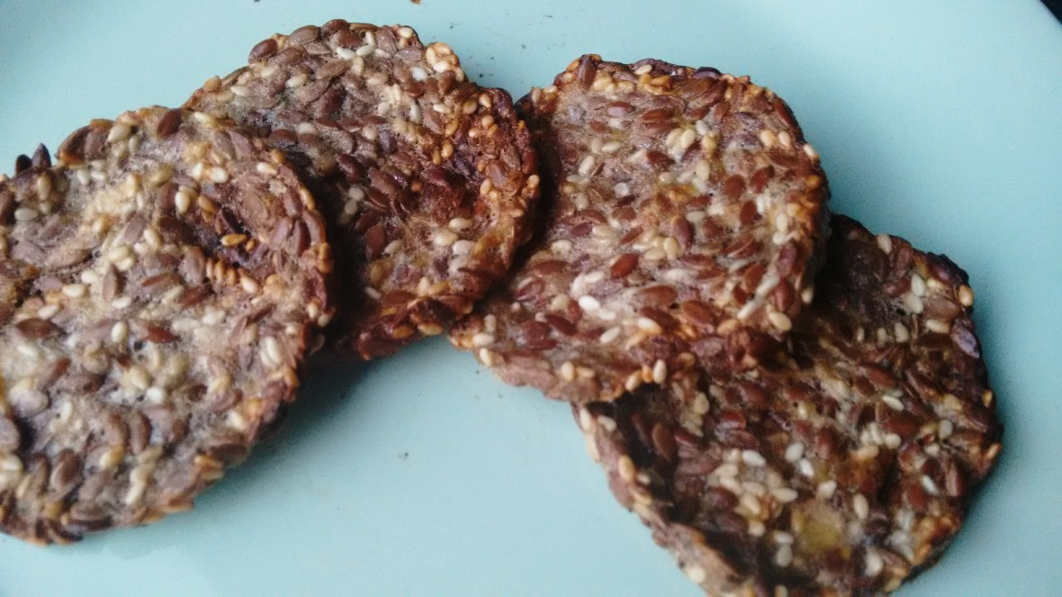 banana flax crackers.jpg