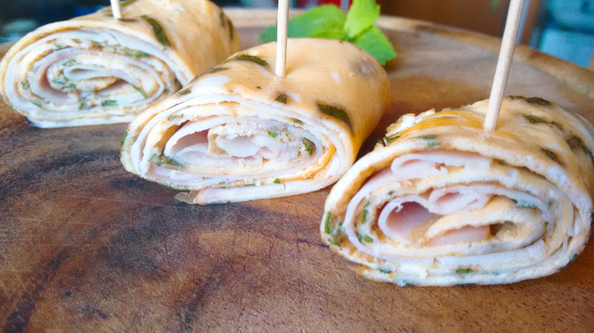 ham and mint omelet roll