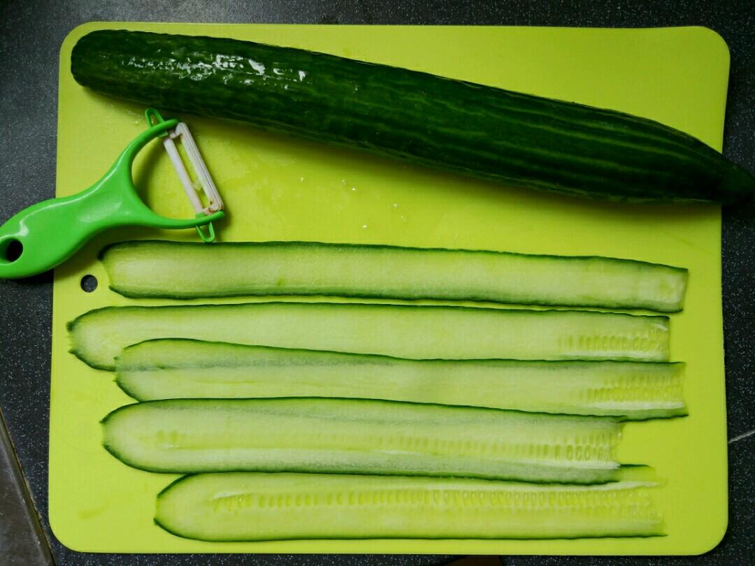 cucumber and tuna rolls