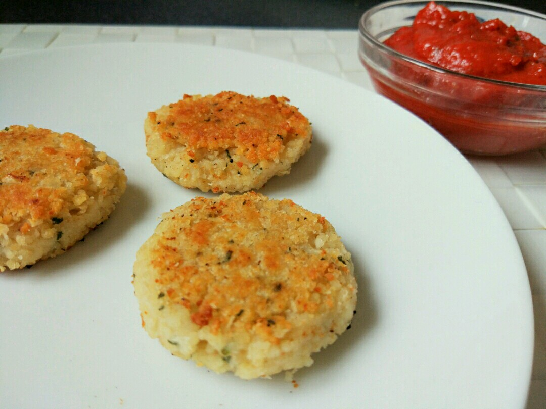 couscous patties with tomato sauce