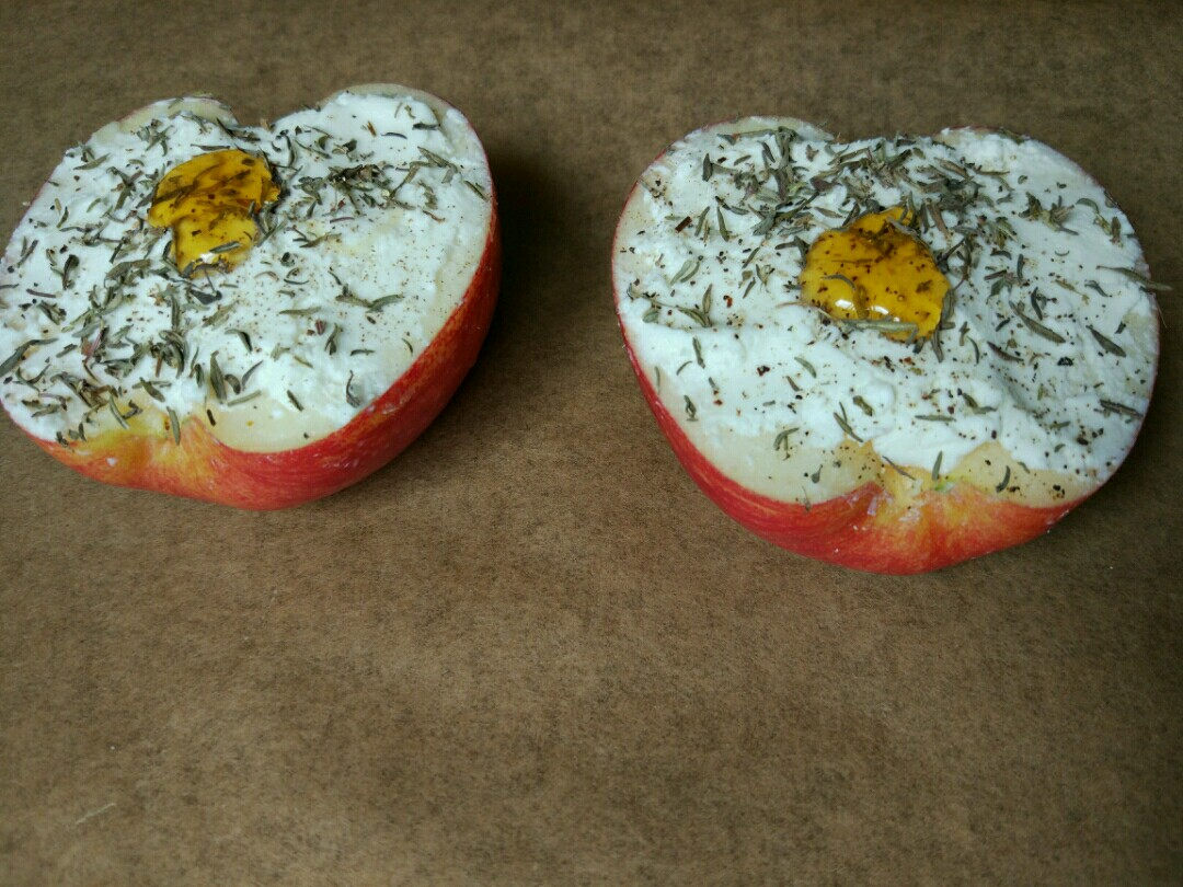 baked apples goat cheese and thyme